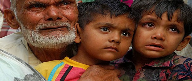 An elderly with his grandchildren. He lost his son in Muzaffarnagar riots (Pic: The Indian Express)